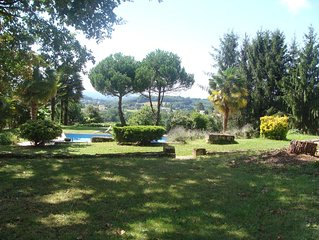 A 5 mn de Sarlat, maison de caractere refaite a neuf, jolie vue, grande piscine.