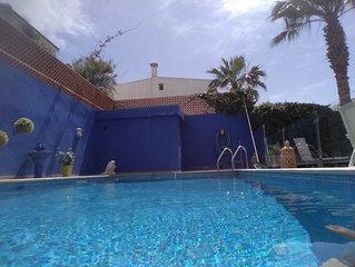 Villa au bord de la mer avec piscine privee ou regne le calme, la detente,