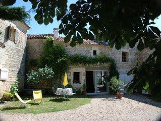 Emma's Cottage gîte au calme au milieu des vignes à 3km du bourg.Proche de Royan