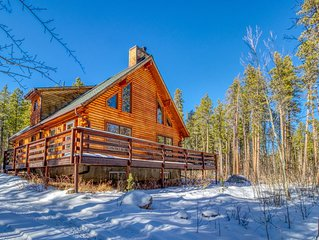 Roomy, dog-friendly cabin w/full kitchen, deck & pool table!