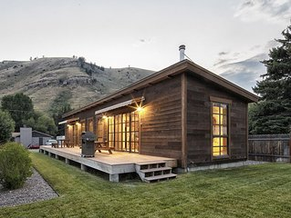 Downtown Jackson Hole Ski Cabin - 2 Blocks from Jackson Town Square!