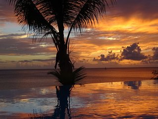 Villa avec vue exceptionnelle sur mer, piscine à débordement, accès mer escalier