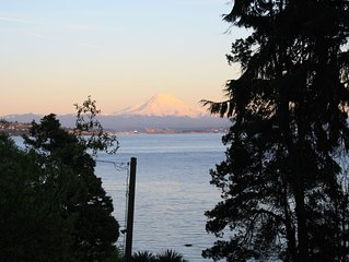 Waterfront Vashon Home with Amazing View