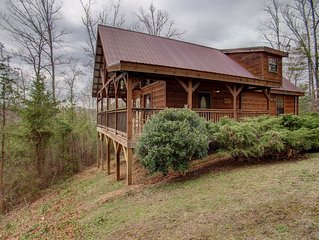 ABSOLUTELY PERFECT CABIN - NEAR ALL ATTRACTIONS