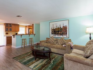 Cozy, Clean, Peaceful. Minutes To Fort Myers Beach & Sanibel Island!