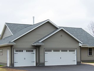 Summit Woods Hideaway! Newly Built Home - Walking Distance To Road America.