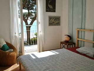 20 metres from the sand beach of Alassio, 2 balconies directly on the seaside.