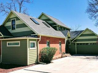 Large, 2-story Victorian home, w/ huge backyard & Flatiron views! Ideal location