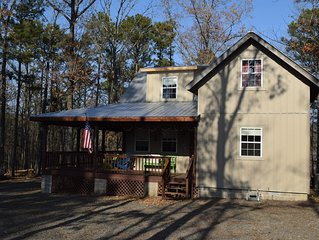 Clean, comfortable, quiet cabin minutes from Greers Ferry Lake.