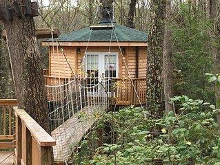 Romantic 1 bedroom tree house!