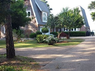 Charming and Spacious Waterfront Apartment in Manteo