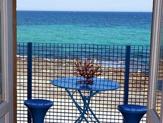 In riva al mare con la spiaggia sotto casa - CASA NETTUNO