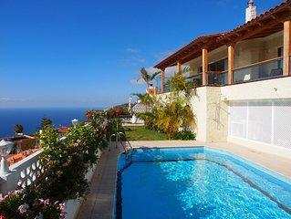 Villa in ruhiger Lage mit erstklassigem Blick auf den Atlantik und privatem Pool