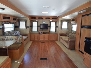 Beautiful 32' RV Rental near Fall Creek Falls State Park - Lots of amenities!