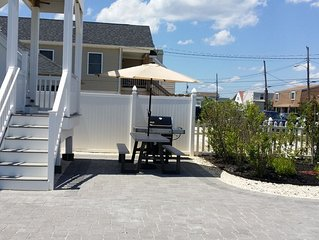 1.5 blocks to the Beach newly remodeled duplex