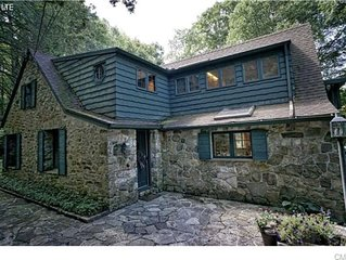 Peaceful Candlewood  lake/woods retreat.