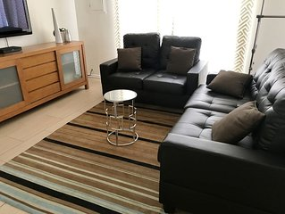 PRIVATE, CLEAN, ROOMY STUDIO GUEST HOUSE WITH A SPACIOUSE YARD.