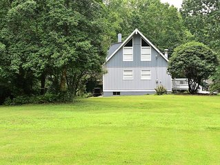 Relaxing Lake Gaston LAKE FRONT Home- dock, boat lift, spacious yard, fishing