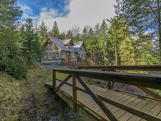 Ryder Lake - Chalet Style on 3.5 acres - Private Hot Tub - Child Friendly