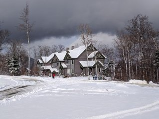 Fabulous ski-in/ski out 2 bedroom condo, steps away from Grammy Jay trail!