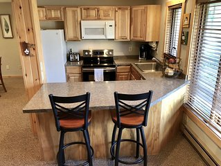 Bay Lake Townhome with Resort Amenities!