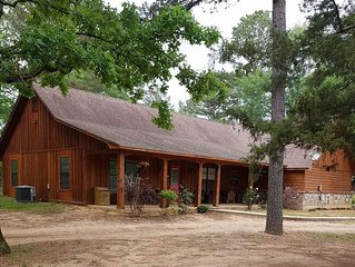 Gorgeous Cabin w/ Great Location- 3 Miles From Broken Bow Lake!