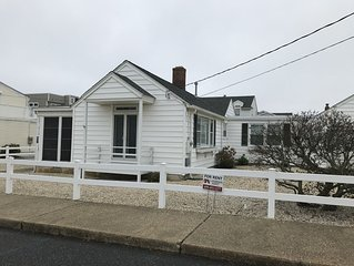 Cozy beach cottage just steps from 37th St beach in Brant Beach