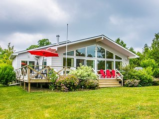 Bright Modern All Season Open Concept Cottage - 5 minutes from Bayfield