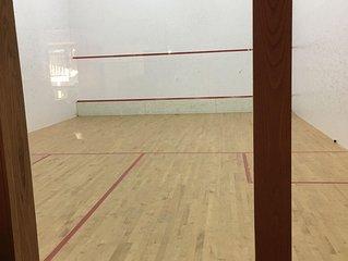Luxury retreat/squash court/7500 sq ft
