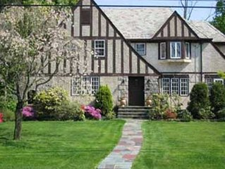Bed & Breakfast in Cozy English Tudor only 30 minutes from Manhattan