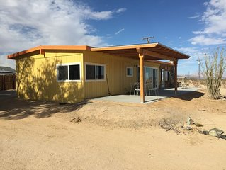 Vintage Wonder Valley Historic Homestead with a Big View close to Joshua Tree NP
