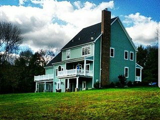 Beautiful & spacious. Peaceful. Nature galore! Pond. Fire pit. Ping pong & more.