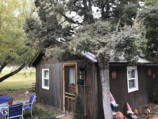 Cozy Studio Kitchenette w/ Queen bed  on the Gallatin River