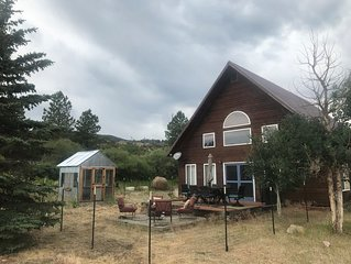 8 miles to downtown BV on 2+ acres with private river access!