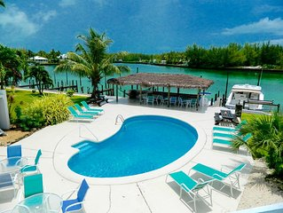 Condo 2b/2b, next to pool, Boat Slip included! mins from gorgeous beach