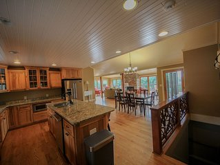 Beautiful luxury home between Boone and Blowing Rock, NC with amazing views