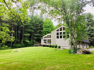 Rustic modern house in Great Barrington near town, lake, Tanglewood and ski!