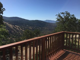 Secluded foothill getaway with amazing views - pet friendly