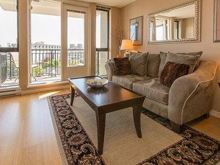 Beautiful Cozy Condo in the Heart of Downtown Victoria, walk everywhere