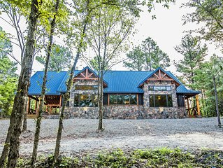 Spotlight Delight - 2 Masters, Couples/Family, Hot Tub, Games, Pet Friendly