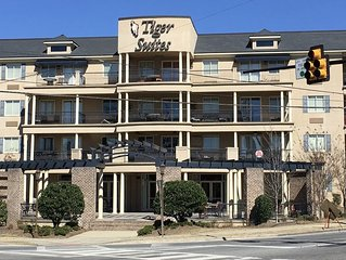 Spacious 2 BR Condo a Few Blocks From the Stadium - Book now for Camp War Eagle!