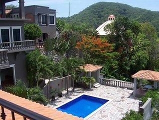La Casita Arriba~Amazing views, Beautiful pool, Lush gardens!