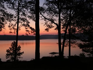 Perfect Lake Hartwell Getaway.  Right On The Water, 12 Minutes From Campus