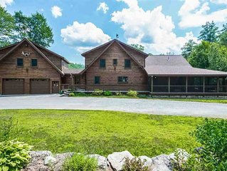 Spacious White mountains log home close to Loon & Waterville with view & hot tub