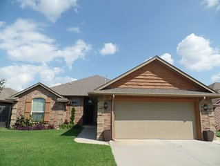 Gorgeous 3 bed home with modern decor in NW OKC
