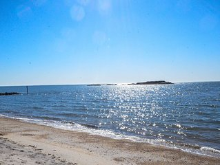 Year Round Beachfront Cottage in Westbrook CT - Dogs Considered