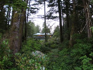 Waterfront Accommodation On Tofino Inlet