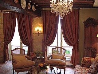 ILE SAINT-LOUIS  3-Room Luxury Apartment  -  Dreamy & Romantic Old World Charm!