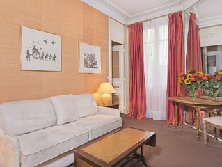 Truly Parisian Large One Bedroom! Close To Eiffel Tower & Invalides! Sleeps 4