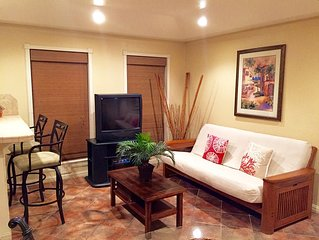 Lovely and Cozy, great location, 1 bd/1BA Condo that sleeps 5. Ground Floor!